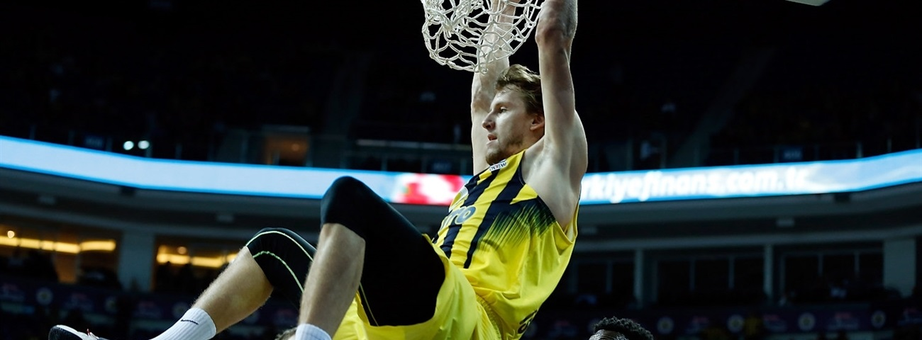 Fenerbahce re-signs All-Euroleague center Vesely