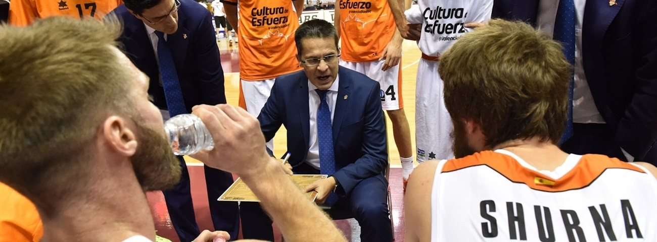 Valencia re-signs coach Martinez