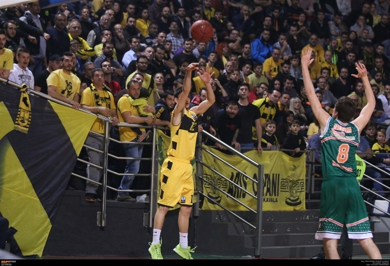 Nikos Diplaros - Aris Thessaloniki - EC15 (photo AEK - megapress)