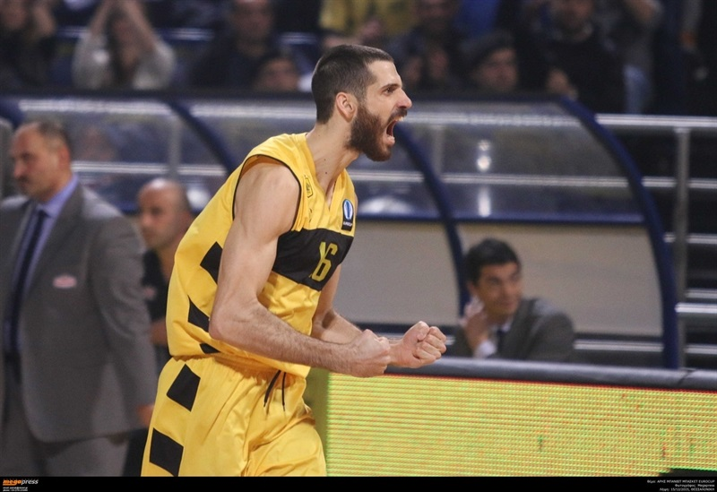 Spiros Mourtos - Aris Thessaloniki - EC15 (photo AEK - megapress)