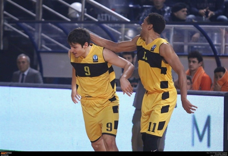 Dimitris Flionis - Aris Thessaloniki - EC15 (photo AEK - megapress)