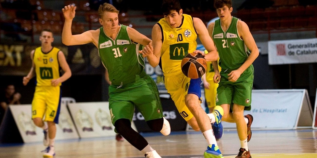 Maccabi extends, promotes Zoosman