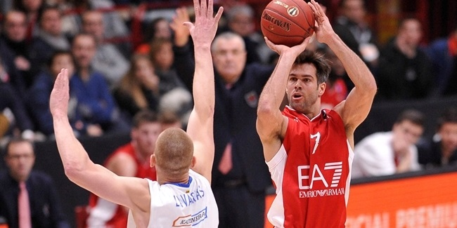 Reyer keeps veteran guard Cerella