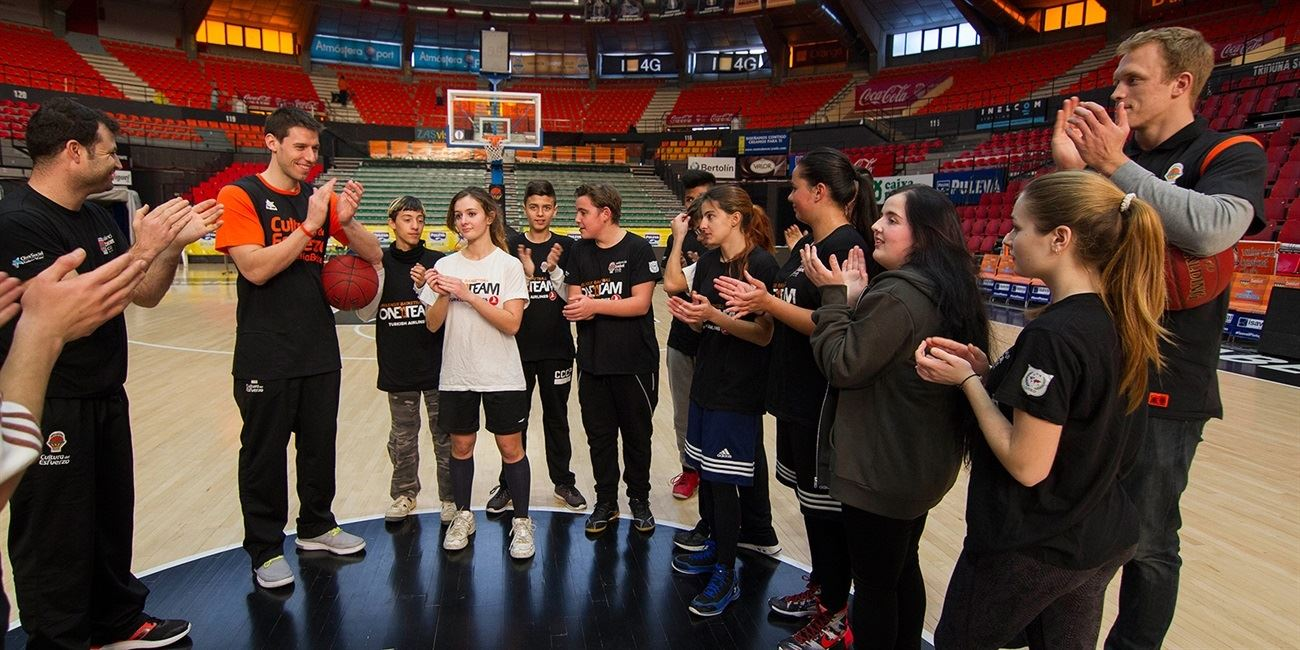 One Team Ambassadors welcome youths to Valencia's home court