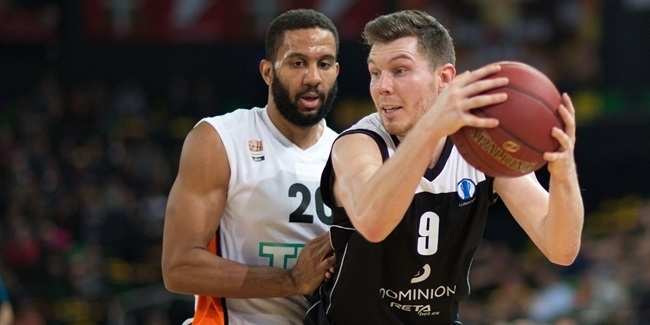 Darussafaka adds Dairis Bertans