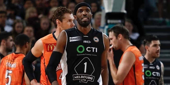 Olympiacos adds size with Warrick