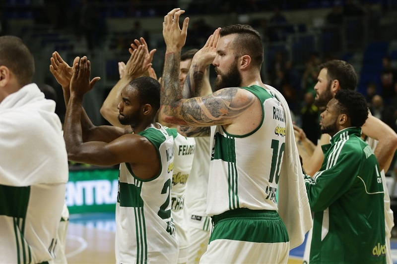 Players Panathinaikos Athens celebrates - EB15