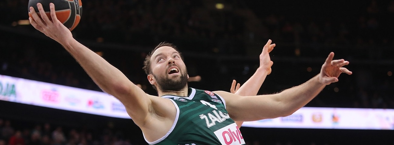 Lokomotiv signs veteran center Vougioukas