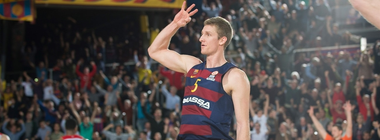 FC Barcelona re-signs forward Doellman