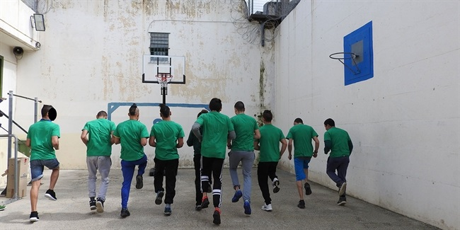 Panathinaikos players bring One Team to young inmates