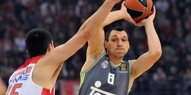 Real Madrid re-signs veteran forward Maciulis