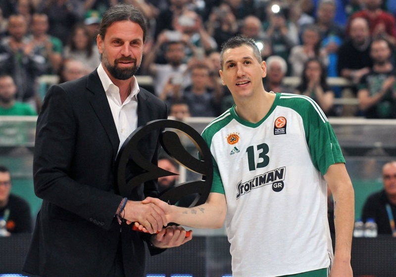 Dimitris Diamantidis with Fragiskos Alvertis - Euroleague Legend - Panathinaikos Athens - EB15