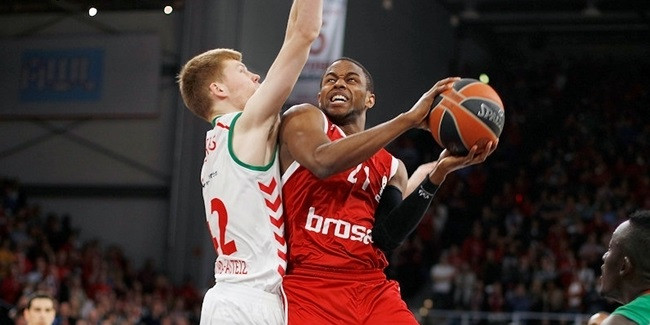 Brose Baskets Bamberg re-signs forward Miller