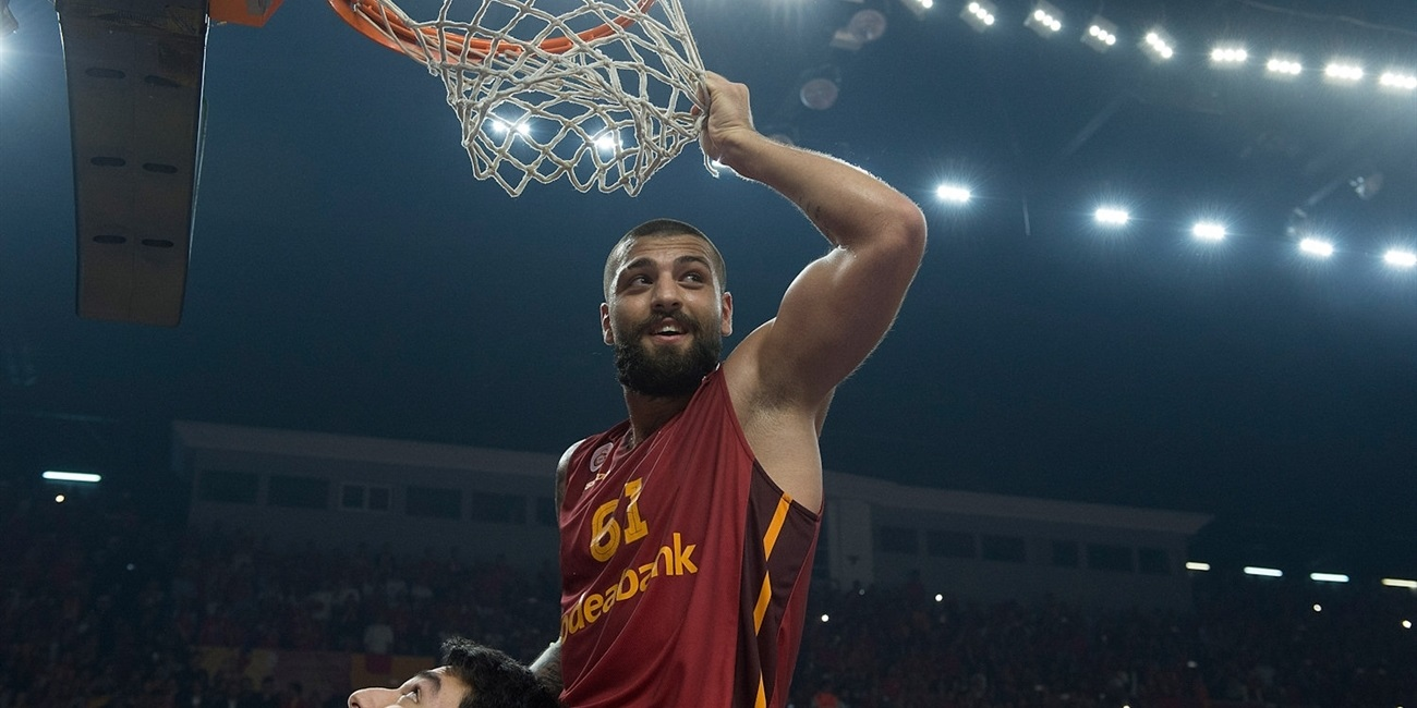 Galatasaray keeps guard Koksal through 2018