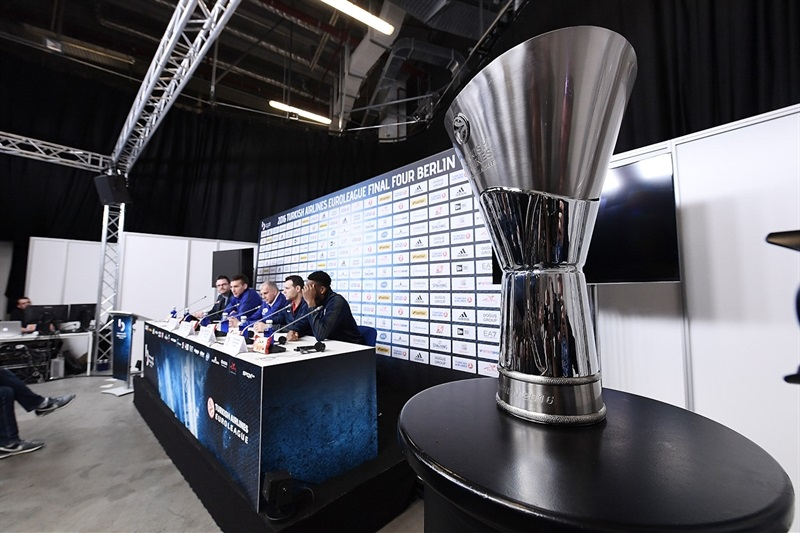 Trophy - Championship game press conference - Final Four Berlin 2016 - EB15