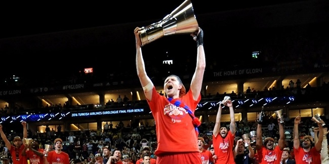 CSKA re-signs team captain Khryapa
