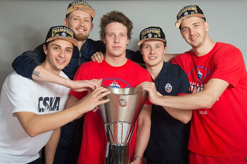 Anton Astapkovich, Ivan Lazarev, Dmitry Kulagin, Mikhail Kulagin and Pavel Korobkov - CSKA Moscow trophy photo shoot - Final Four Berlin 2016 - EB15