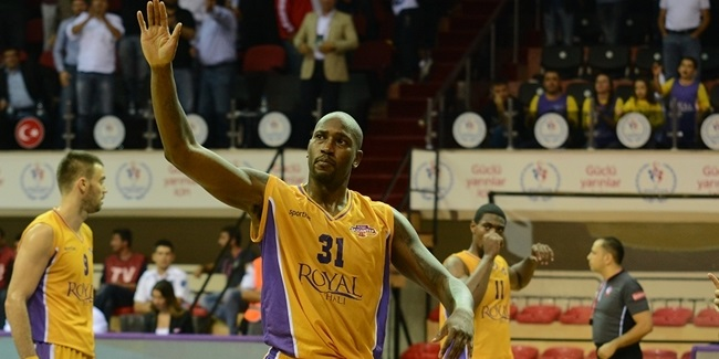 AEK Athens adds experienced forward Williams