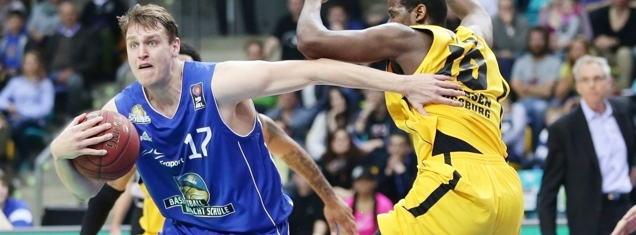Laboral Kutxa brings big man Voigtmann