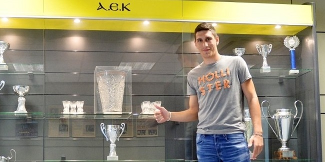 AEK Athens inks versatile guard Larentzakis to long-term deal