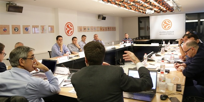 Euroleague head coaches take the stage at EBI Annual Workshops
