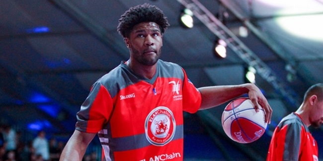 Bayern Munich inks center Booker