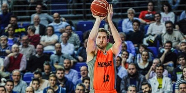 Fuenlabrada keeps big man Wear