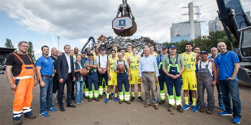ALBA Berlin started the season with a visit to a recycling plant for a promotional campaign