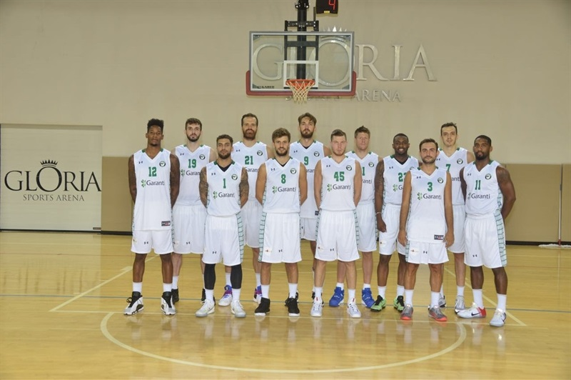 Players Darussafaka Dogus Istanbul in preseason (photo Darussafaka) - EB16