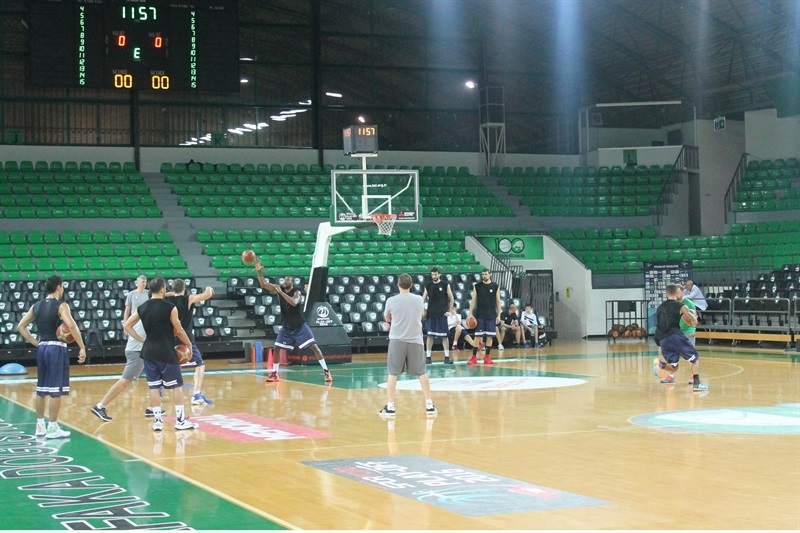 Darussafaka Dogus Istanbul in preseason (photo Darussafaka) - EB16