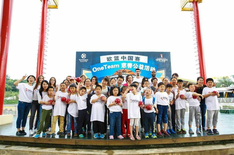 Players CSKA Moscow with childrens One Team - Fanzone of Chengdu - China Tour 2016 - EB16