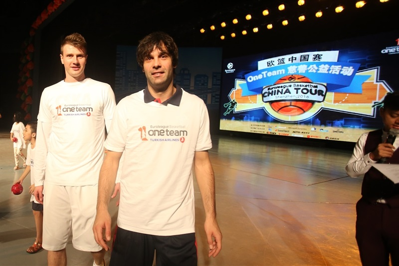 Andrey Vorontsevich and Milos Teodosic - One team in Shenzhen with players CSKA Moscow  - CSKA Moscow - China Tour 2016 - EB16
