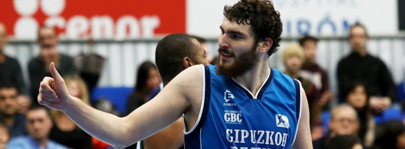 Murcia adds frontcourt depth with Olaizola