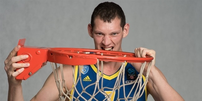 Khimki re-signs center Pateev for two more years
