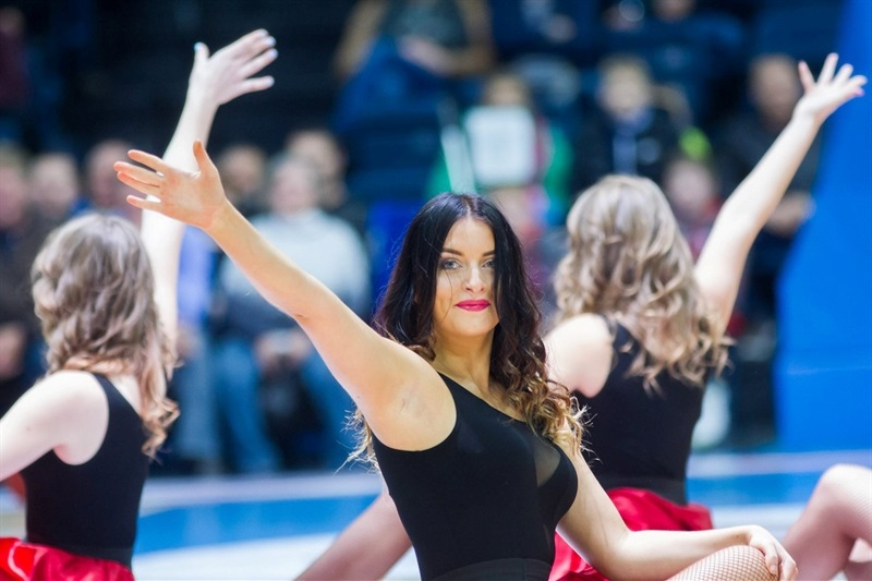 Cheerleaders in action - Lietkabelis Panevezys - EC16 (photo Lietkabelis -  Karolio Kavolelio fotografija)
