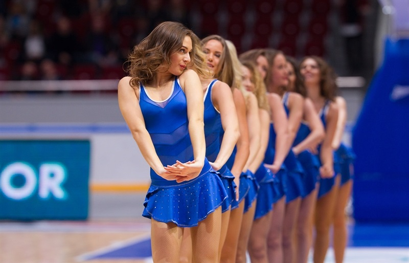 Cheerleaders in action - Zenit St Petersburg - EC16 (photo Zenit)