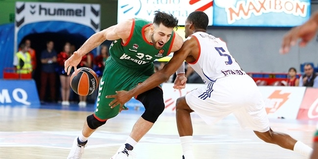 Bargnani, Shengelia team up to lead Baskonia over Efes