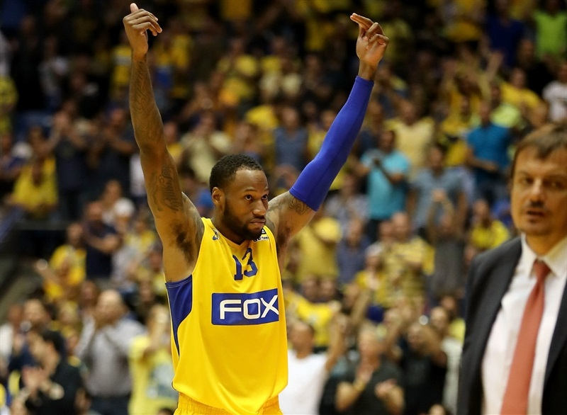 Sonny Weems celebrates - Maccabi FOX Tel Aviv - EB16