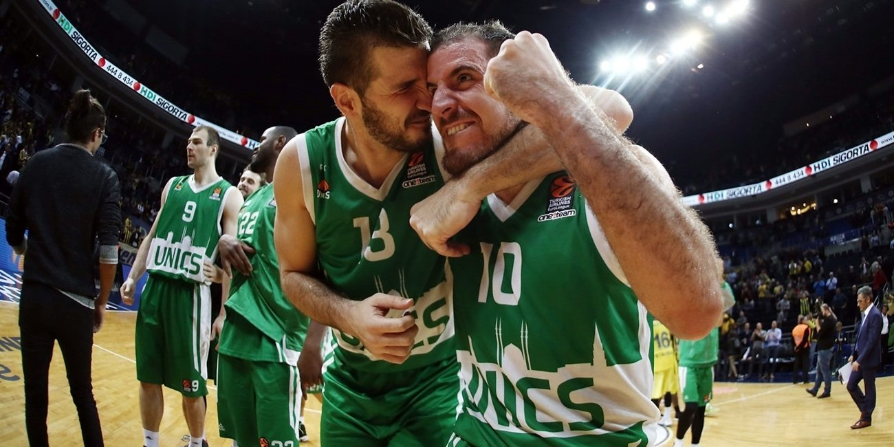 Players Unics Kazan celebrates - EB16