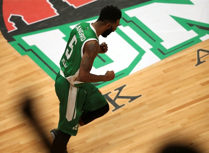 Keith Langford celebrates - Unics Kazan - EB16