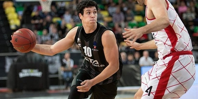 Bilbao re-signs forward Mendia