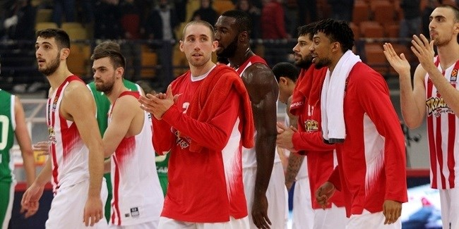 Olympiacos defense routs Unics