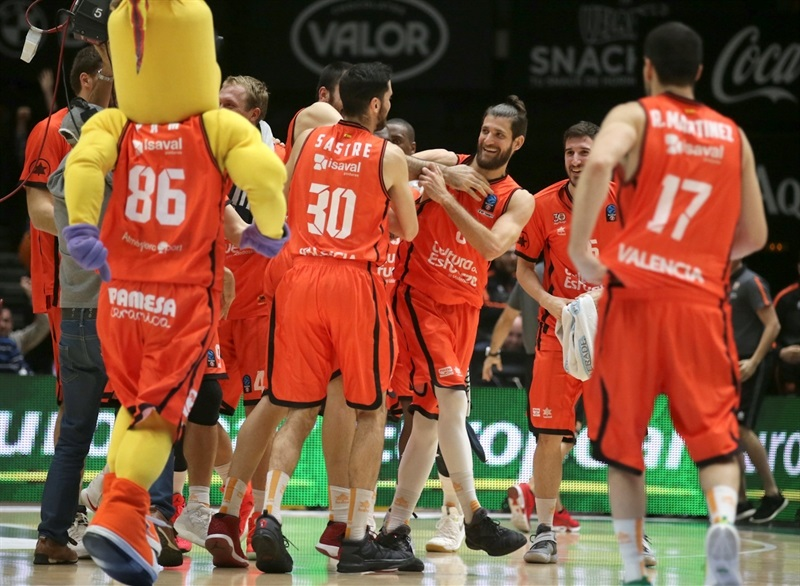 Antoine Diot - Valencia Basket celebrates - EC16 (photo Valencia Basket - Miguel Angel Polo)