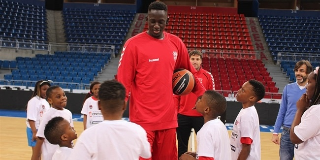 One Team: Baskonia's Diop hosts special visit