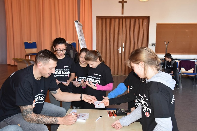 Session with One Team Ambassador Daniel Theis