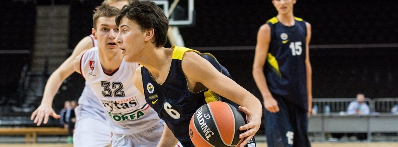 Yeniay hopes to keep control playing in front of Fener fans