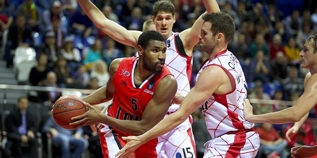 Baskonia bulks up with Jones