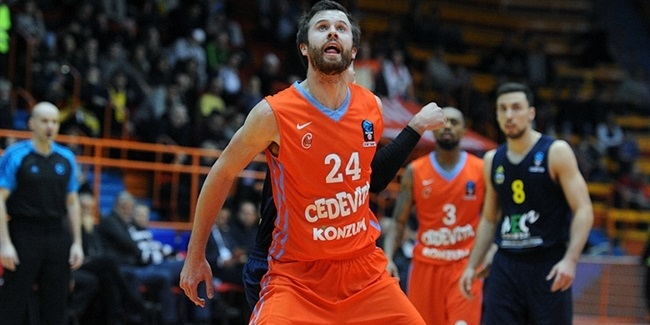 Andorra signs stretch power forward Shurna