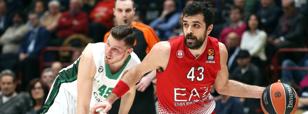Efes adds crafty swingman Simon