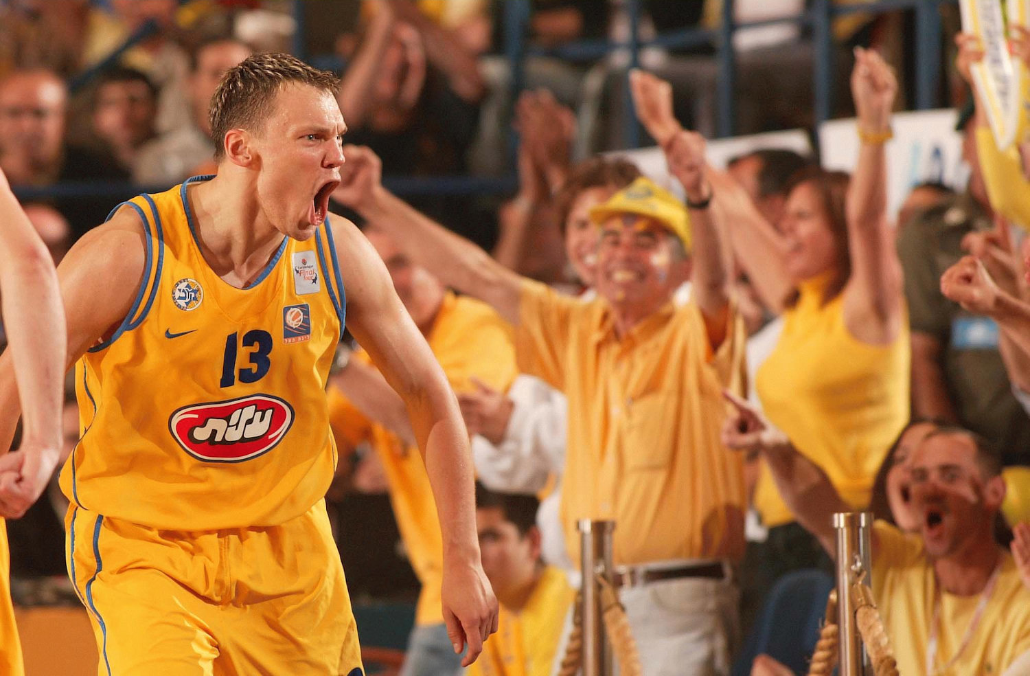 Sarunas Jasikevicius celebrates - Final Four Maccabi 2004 - EB03
